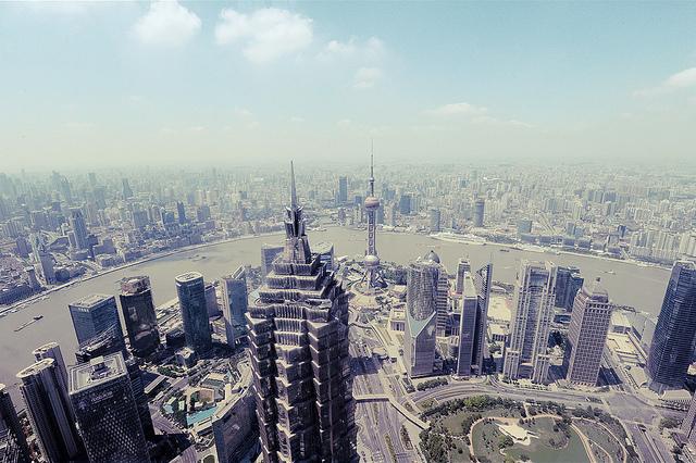 Fang Tong 寂静而喧闹的城市
