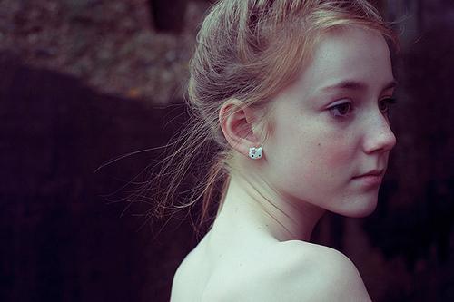 长雀斑的女生