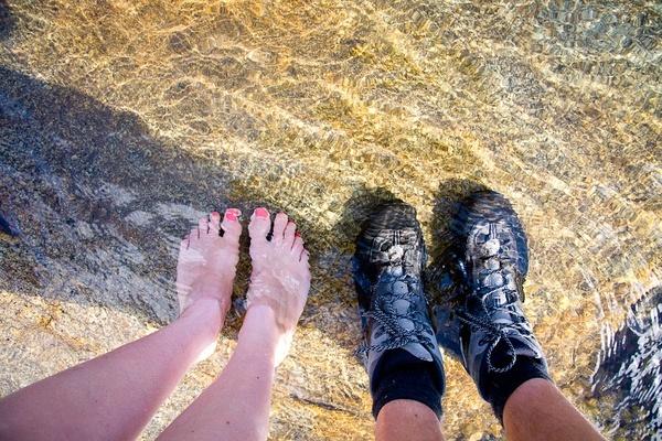 给脚丫解暑,顺便测试我们的新鞋的防水性能。阿根廷。