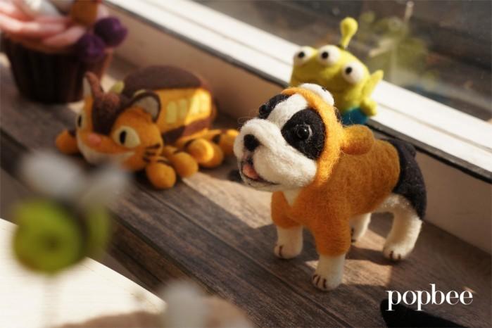 生活的羊毛毡狗狗