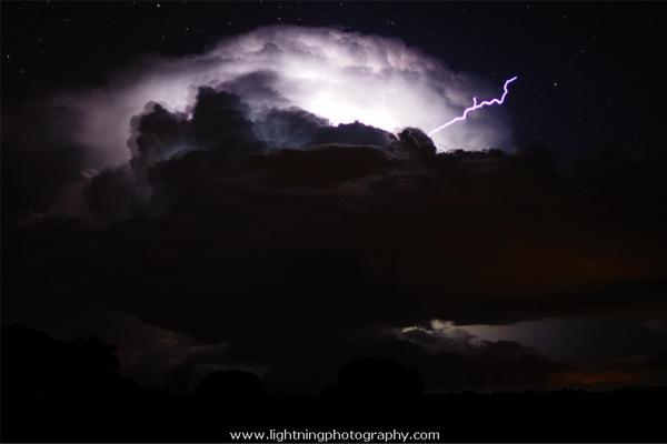 http://www.lightningphotography.com/lightning/lightning2792.html