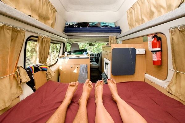 在我们挚爱的露营车里,澳大利亚。