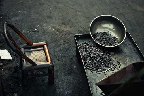 北极的摄影作品《造螺丝的工厂》