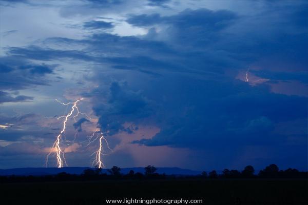 http://www.lightningphotography.com/lightning/lightning2748.html
