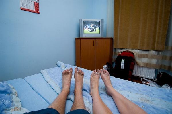 在旅馆看世界杯。罗马尼亚
