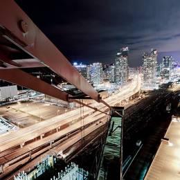 Tom Ryaboi 俯瞰城市夜景