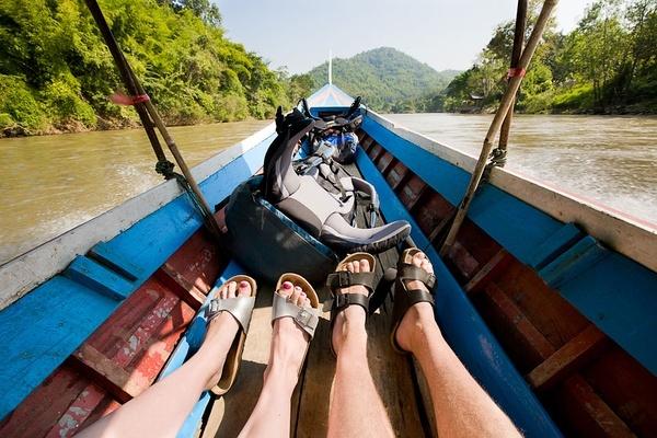 """Maekok河,清莱,泰国。我们开始玩自创游戏""""一天内可搭乘多少种交通工具""""。"""