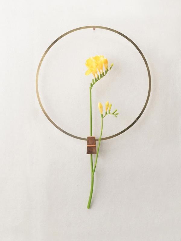 来自Nobu Miake的简约干花花瓶设计