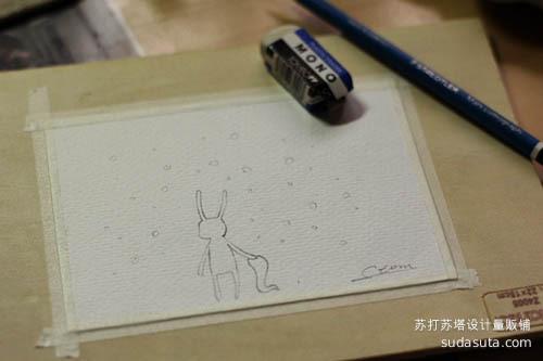 用的是230克水彩纸,用纸胶带裱在画板上(不裱也没关系),铅笔随意画点东西,然后用稀释好的遮盖液画在需要留白的地方。