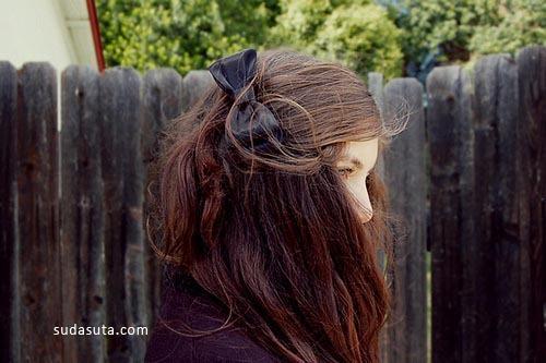 女生与蝴蝶结