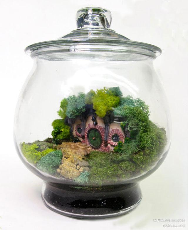 霍比特人水晶球<br /><br /> http://www.neatorama.com/2012/11/19/Hobbit-Terrarium/?utm_source=feedburner&utm_medium=feed&utm_campaign=Feed%3A+Neatorama+%28Neatorama%29