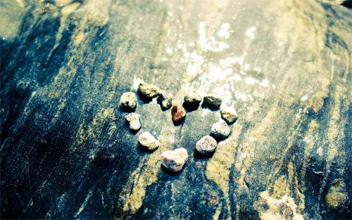 心脏石头壁纸<br /> 可下载的1024×768,1152×864,1280×960,1280×1024,1600×1200,1280×800,1440×900,1680×1050,1920×1200,852×480,1280×720,1366× 768,1920×1080像素。<br /> http://wallpaperstock.net/heart-stones-wallpapers_w33812.html