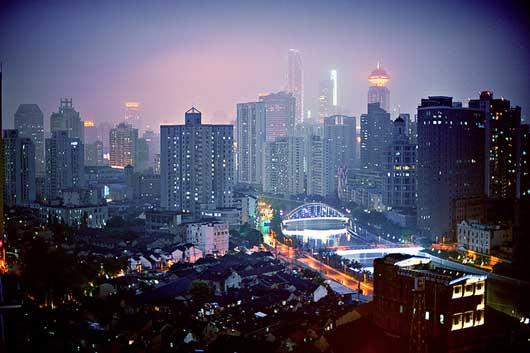 cityscape-suzhou-river-haz e-dusk