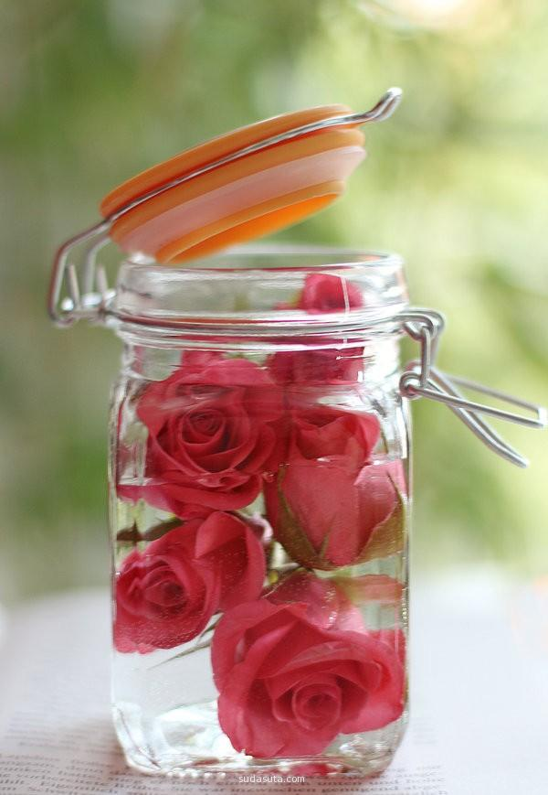 rose flowers in a jar.