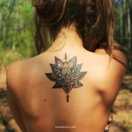 细腻唯美的莲花纹身