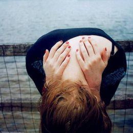 傻姑娘,喜欢就告白,不舍就挽留,难过就跑步,心塞就去吃,生活不易,别委屈自己,余生,愿你生活不拥挤,笑容不刻意。
