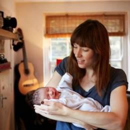 Jenny Lewis 系列摄影《妈妈和一日龄婴儿》