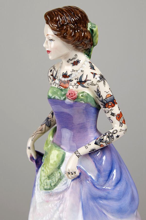 Jessica Harrison 陶瓷人像上的纹身 - 苏打苏塔设计量贩铺 – sudasuta.com – 每日分享创意灵感!
