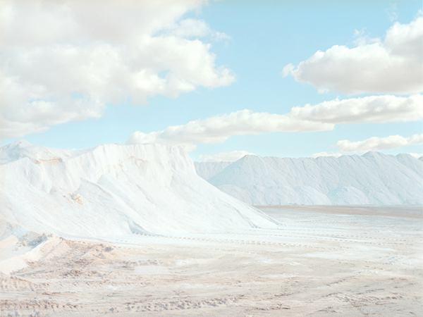 Emma Phillips 安静唯美的白色盐城 - 苏打苏塔设计量贩铺 – sudasuta.com – 每日分享创意灵感!