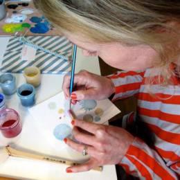 Pamela Foeckler 用木材创造的奇妙饰品