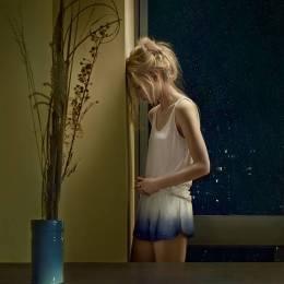 KRISTINA VARAKSINA 孤独的两个女孩