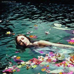 Bella Kotak 少女与水泽
