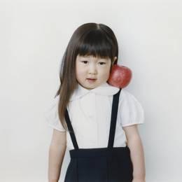 Osamu Yokonami 女生和苹果