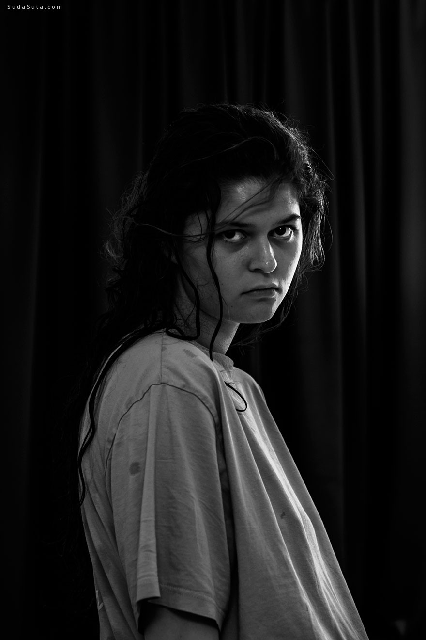 Laura Hospes 黑白自画像