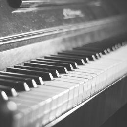 干净的黑白色 钢琴主题摄影欣赏