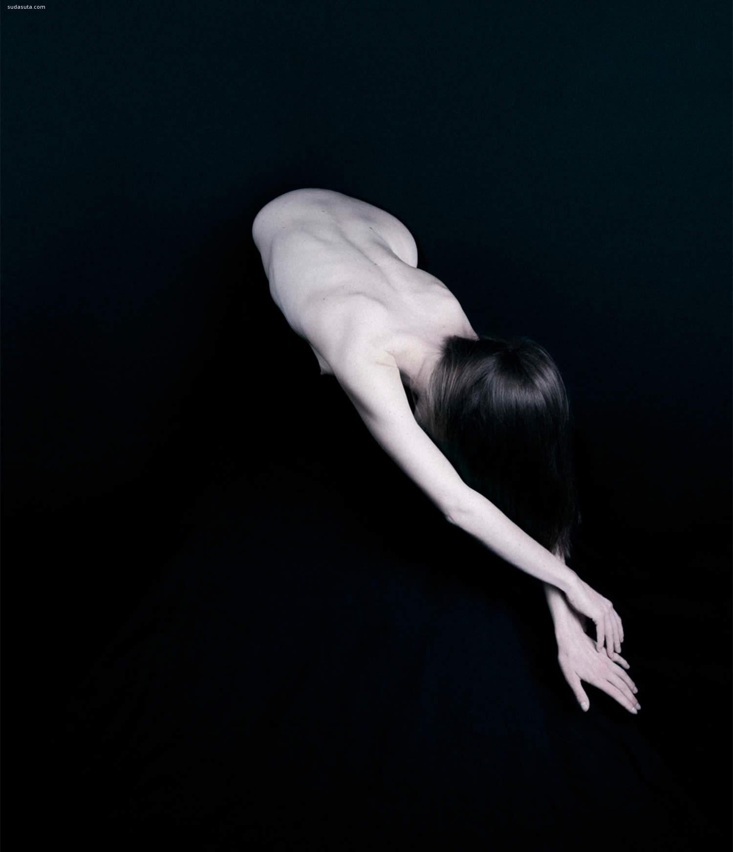 Thibault Delhom 超现实主义摄影欣赏《DON'T SPEAK》