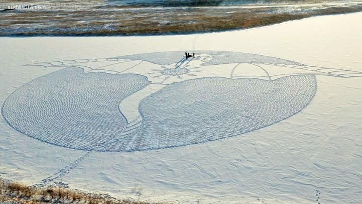 Simon Beck 在雪地上作画