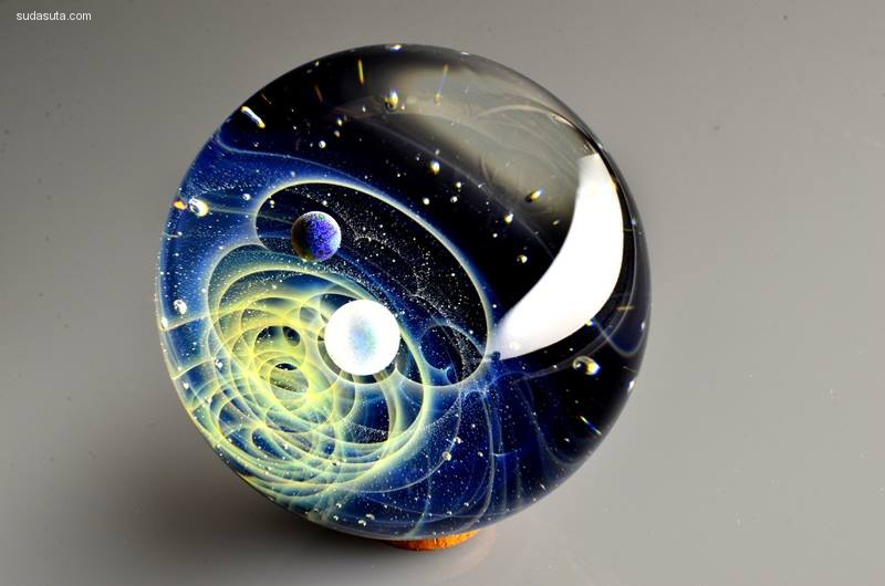 Satoshi Tomizu 玻璃球中的宇宙