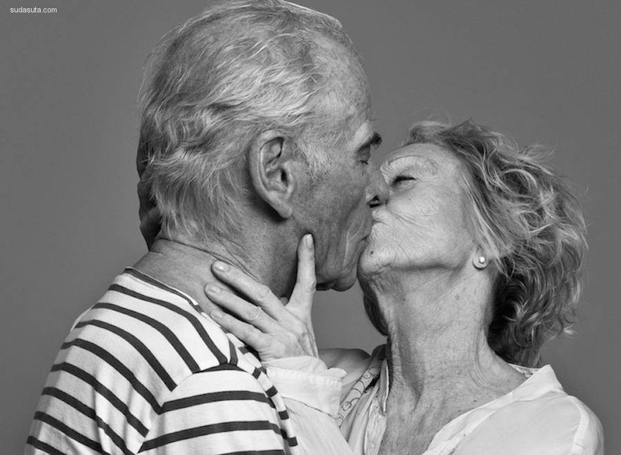 Ben Lamberty 亲吻的姿态 黑白人像摄影欣赏