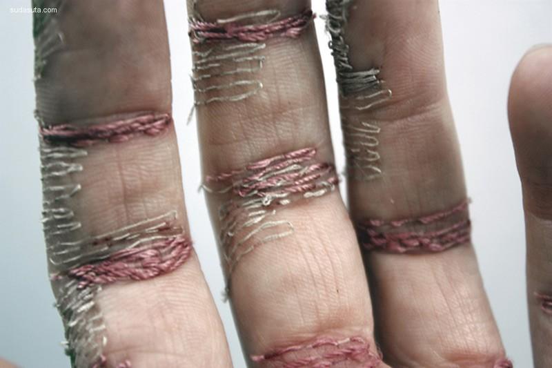 ELiza Bennett 疼痛与刺绣