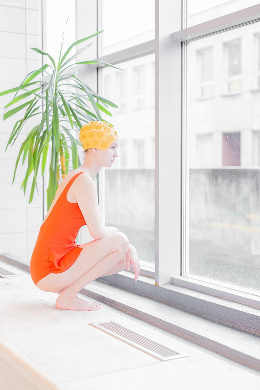 Maria Svarbova 青春人像摄影《游泳池》