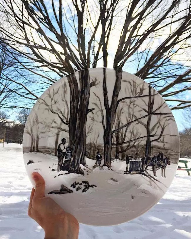 Jacqueline Poirier 在白色盘子上作画