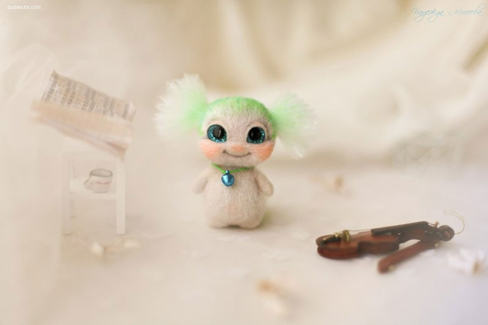 Nadezhda Micheeva 手心的娃娃