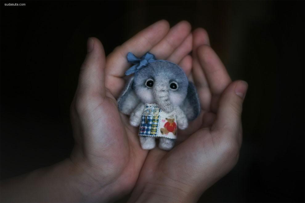 Nadezhda Micheeva 的幻想世界 手心中的怪物娃娃