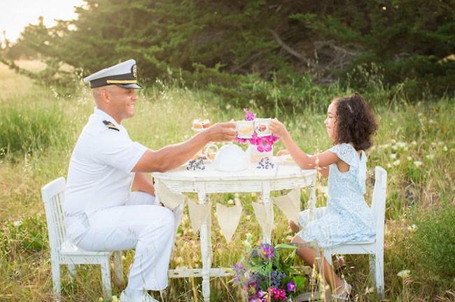 Vanessa Hicks 和爸爸一起喝下午茶