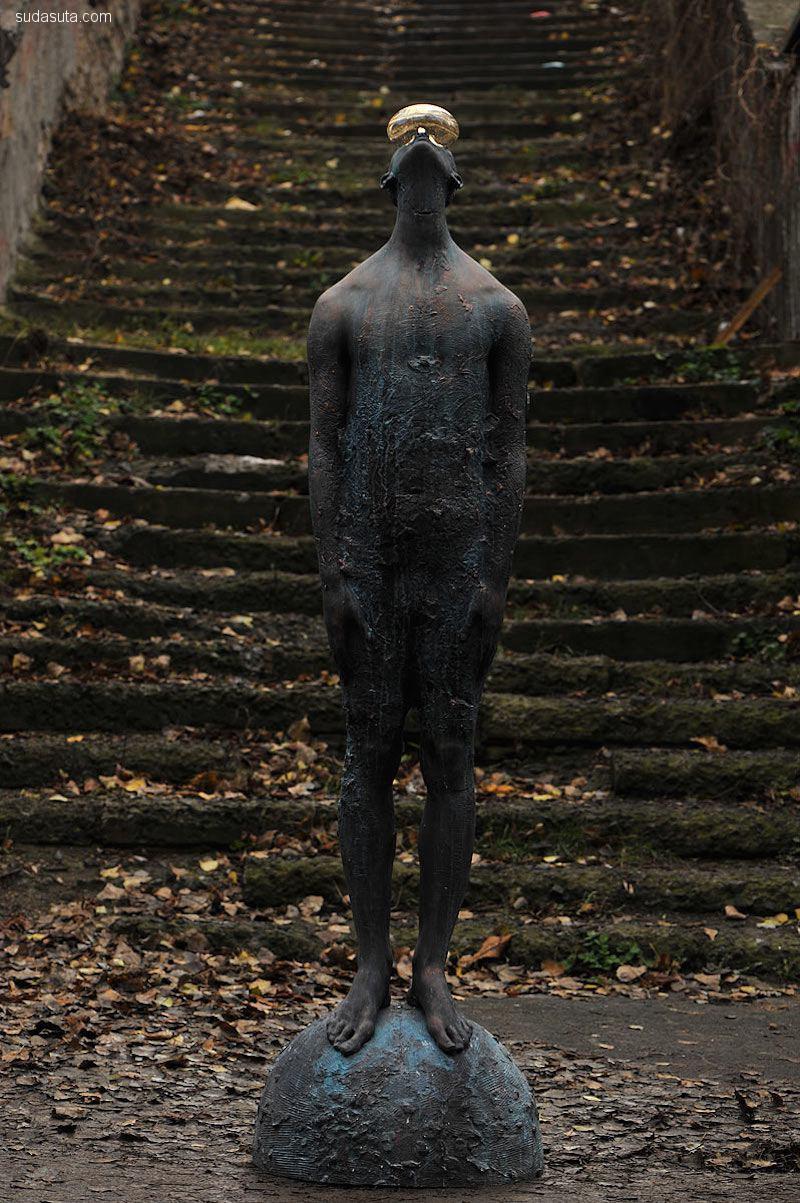 Nazar Bilyk 雕塑设计《雨》