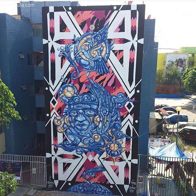 George Rose 在巨大的墙上作画