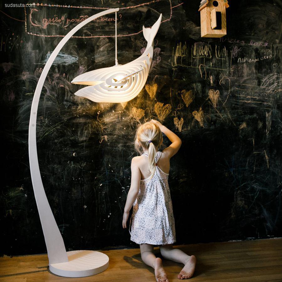 Eduard Golikov 木头鲸鱼灯
