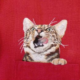 Hiroko Kubota 把猫咪刺绣在口袋上