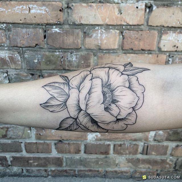 Mary Tereshchenko 花朵与叶子的纹身