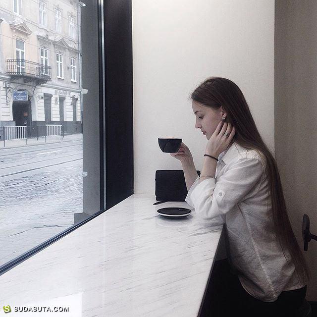 Yulia Sukhovich 灰白色的诗歌