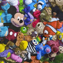 Brent Estabrook 超现实主义玩具标本