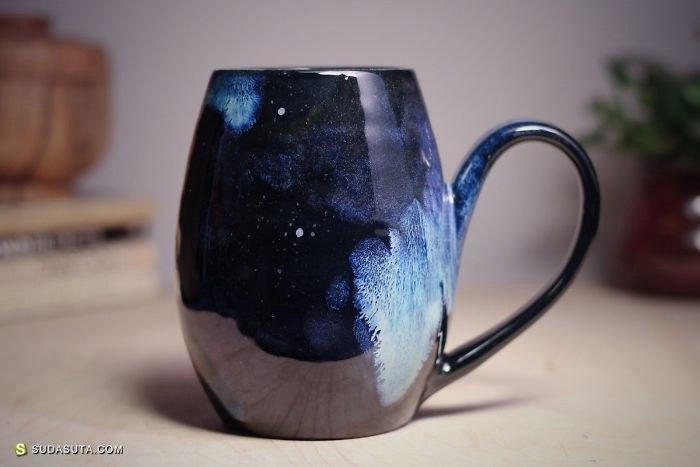 Amanda Joy Wells 把宇宙装在杯子里