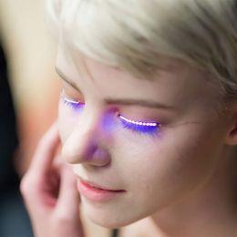 LED闪光睫毛 不同寻常的时尚趋势