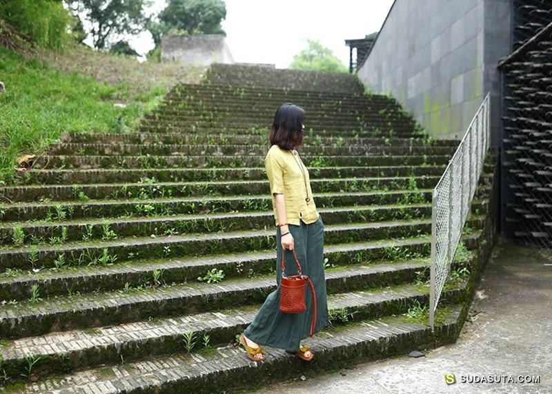 自然洱然 色彩绚丽的棉麻文艺女装设计