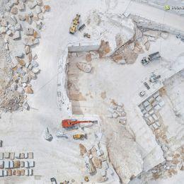 Bernhard Lang 空中航拍 裸露的石头